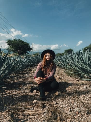 Fata in lanul de Aloe vera