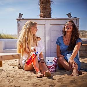 Fete pe plaja cu Argi plus